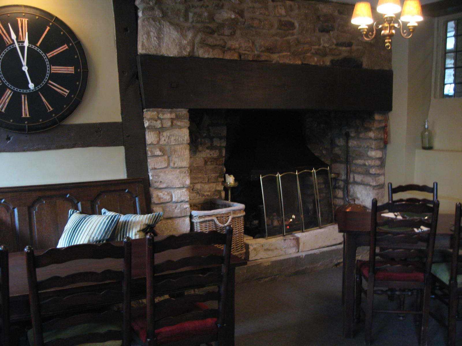 A country pub in Castle Combe. Photo by me