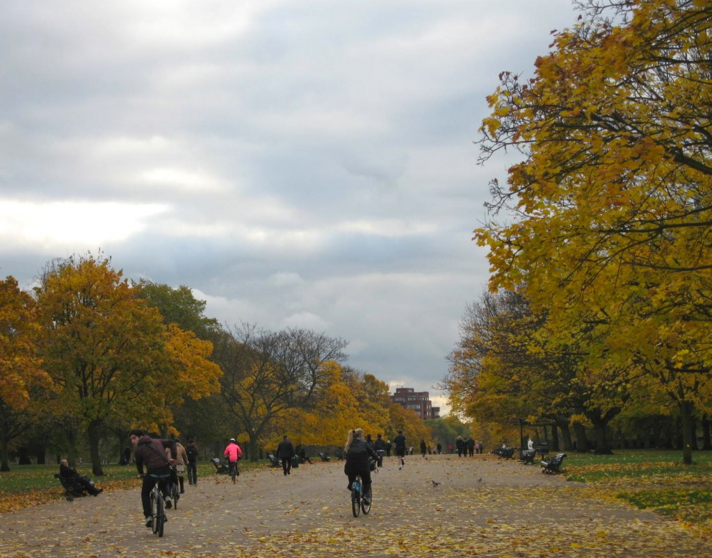 Entering Kensington Gardens from the Notting Hill side. Photo by me.