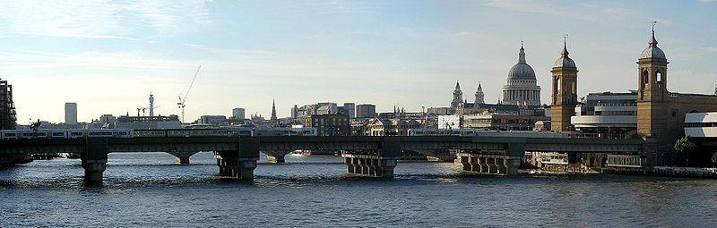 Cannon Street railway bridge. Photo taken by Will Fox 2005.