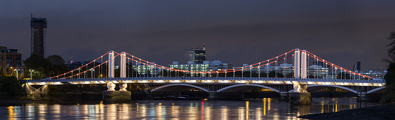 800px-Chelsea_Bridge,_London_-_Oct_2012