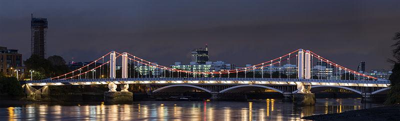 800px-Chelsea_Bridge,_London_-_Oct_2012
