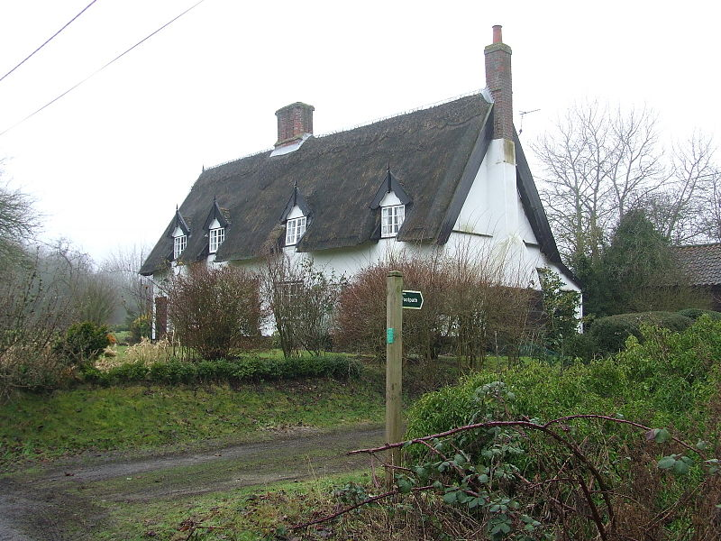 Thatched Cottage near Wortham, Suffolk.Photo by Keith Evans, Wikimedia.
