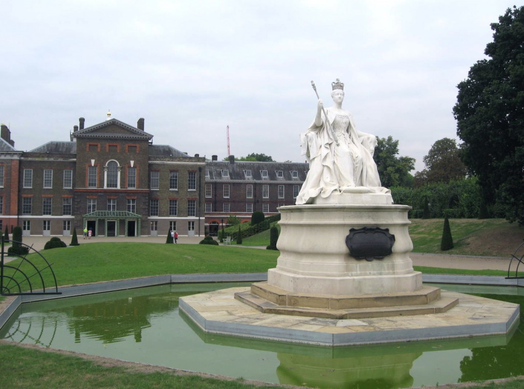 The public entrance to Kensington Palace. Photo by me.